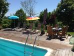 The swimmingpool is warm and with a beautiful vieuw on the lake and countryside
