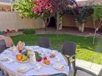 Terraza en el jardín junto al Salón donde podrás disfrutar de momentos maravillosos