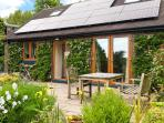 BARKS COTTAGE, pet friendly, country holiday cottage, with a garden in Moneyston