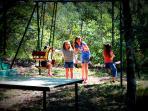 Jeux Enfants dans le bois à Dions