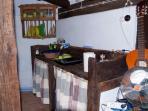Cocina fabricada con madera de antiguo pesebre