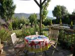 Outdoor dining for the apartment El Lujar