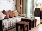 sofá cama del salon de 130 cm por 190 cm.