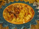plat typique marocain ( semoule, raisins, viande, légumes)