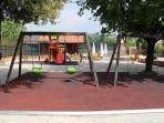 Il parco giochi (confina con la villa)