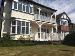 Large 3 bed flat close to beach & train station