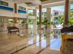 Paseo Del Sol - Main Lobby breezeway, υπάλληλος υποδοχής, ρεσεψιόν