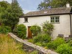 CORN COTTAGE, single-storey, woodburning stove, romantic retreat, in Coniston Ref 925049