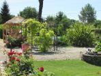 Le parc du Logis de Chalons et sa cuisine d'été