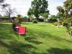Balade dans le parc du Logis de Chalons avec table pour faire une pause