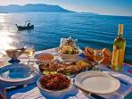 Have your personal chef serve you at the villa or down by the sea!!