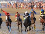 Carreras caballos en la playa, Agosto
