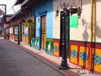 Guatapé, pueblo de zócalos y colores