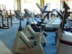 Teil des grossen Fitnessraums