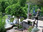 Lakeview/Hot Tub/5 Minute Walk to Beach& Restaurants/Shade&Sun Decks/Fire Pit/Water Garden/Private