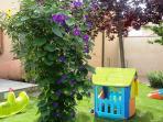 Jardín totalmente cerrado ideal para los más pequeños