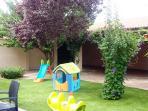 Juegos infantiles en el jardín