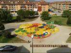 Parque infantil visto desde la cocina