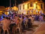 Buzzing atmosphere, music, tapas and drinks with your friends
