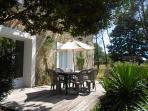 - Terrasse sans vis à vis au pied du jardin aux milles recoins, siestes, bronzette et barbuc