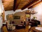 Wohnküche mit antiken Möbel - Living room with antique furniture