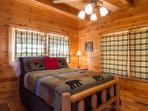 Queen Bedroom Main Level No Steps /Private Bathroom,/Bedside Jacuzzi,Step In Shower