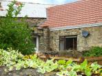 BARFORTH HALL COTTAGE, stone-built, four poster bed, hot tub, romantic retreat,