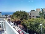 Vista desde mi balcón donde se puede ver el mar, Gran Canaria y el Hospital Universitario