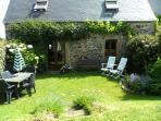 The Crèche with its private, enclosed, sunny garden. The sandy beach is just 2kms away. WIFI.