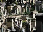 le cimetière au bas