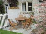 Slad cottage rental - seating area in front garden