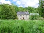 PLOONY COTTAGE, detached, pet-friendly, woodburner, enclosed garden, Bleddfa, Ref 926667