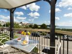 The Quarterdeck is a 5 Star apartment right on the beach with views across Falmouth bay