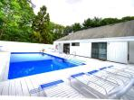 Heated Pool , 6 designer loungers, table with seating for 6, propane gas grill and lots of sunshine!
