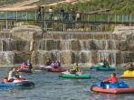 Lago con barcas en Senda Viva