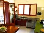KITCHEN WITH TABLE FOR 5 PEOPLE