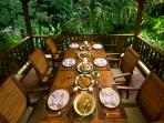 Villa Alamanda - Dining table set up
