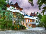 Baan Surin Sawan - Villa external view from driveway