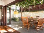 Bayu Gita Residence - Alfresco dining