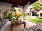 Majapahit - Villa Raj - Bale and garden