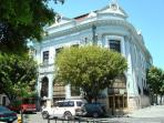 Along Plaza Degetau you have the Santander, Popular and Oriental banks, just two blocks away.