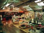 Brampton apartment rental - Garden & Souvenir shop within walking distance