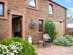 HORSESHOE COTTAGE, terraced cottage, spa bath, woodburner, walks nearby, near Wi