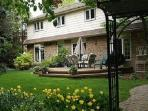 Be pampered. Spacious suite,attention to detail, beautiful garden & deck, delicious custom breakfast