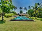 Villa Samadhana - Garden, pool and villa