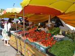 Le marché de Saint Pierre La Mer.