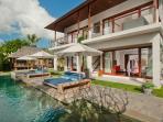 Villa Joss - Pool and sunloungers