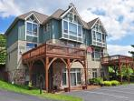 Stylish & Luxurious 4 Bedroom townhome just minutes from all lake activities!