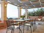 Villa Rouga - The outdoor dining space