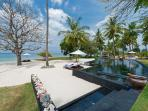 Villa Sapi - Pool and beach view